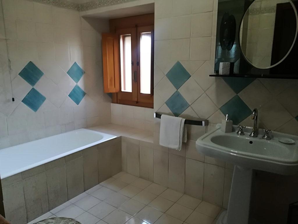 Camera matrimoniale con bagno privato interno la dimora di radha - Ostelli londra con bagno privato ...